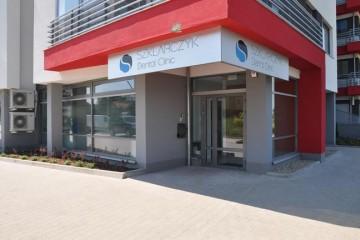 Wejście do Szklarczyk Dental Clinic